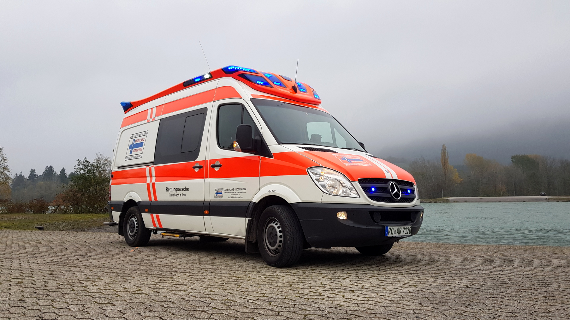 Rettungswagen Ambulanz Rosenheim